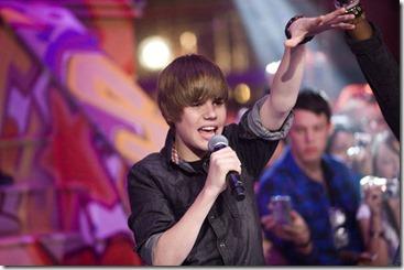 Justib Bieber Performing